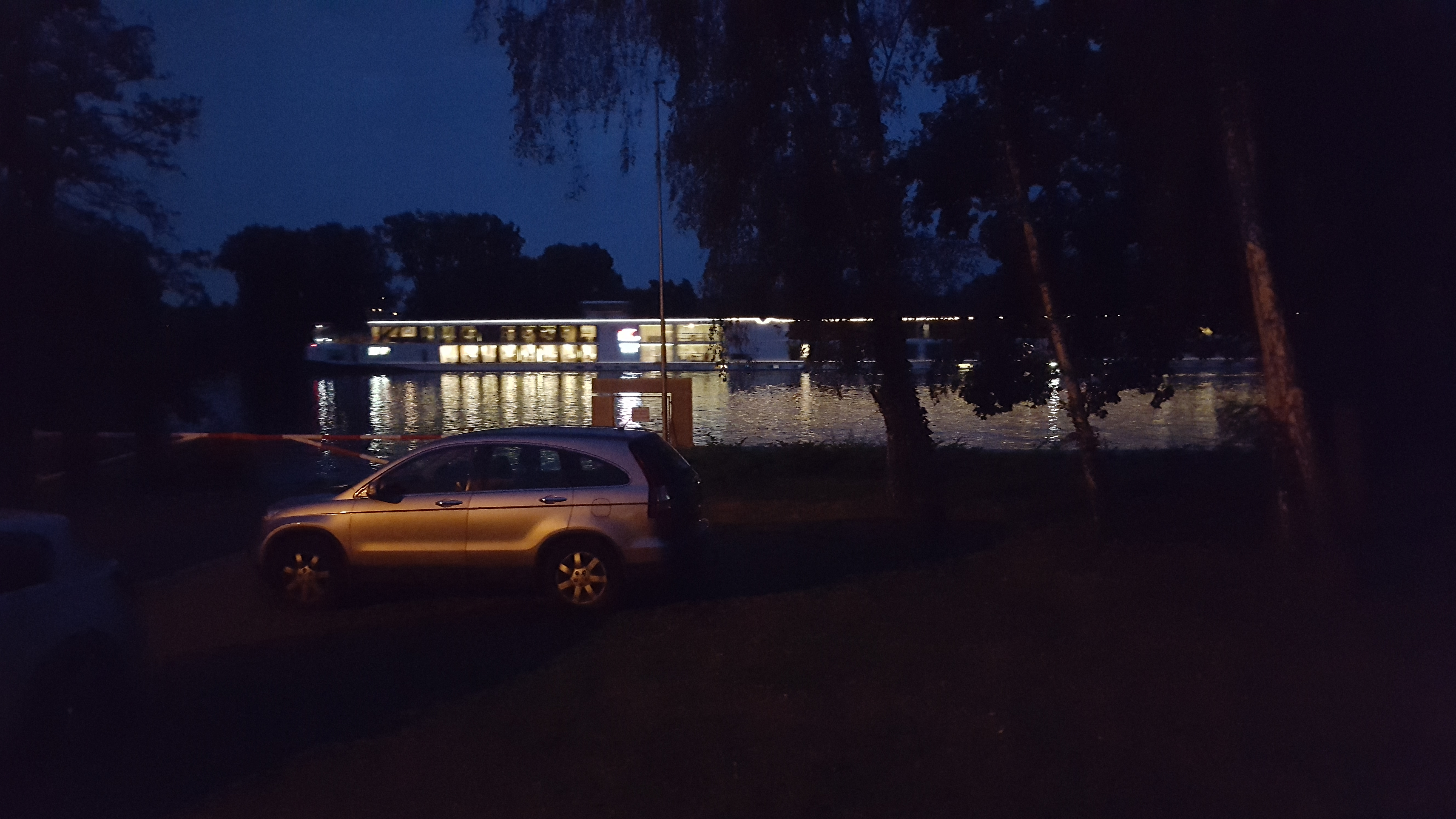 Abendstimmung, Blick vom Clubhaus auf die Hochheimer Bucht